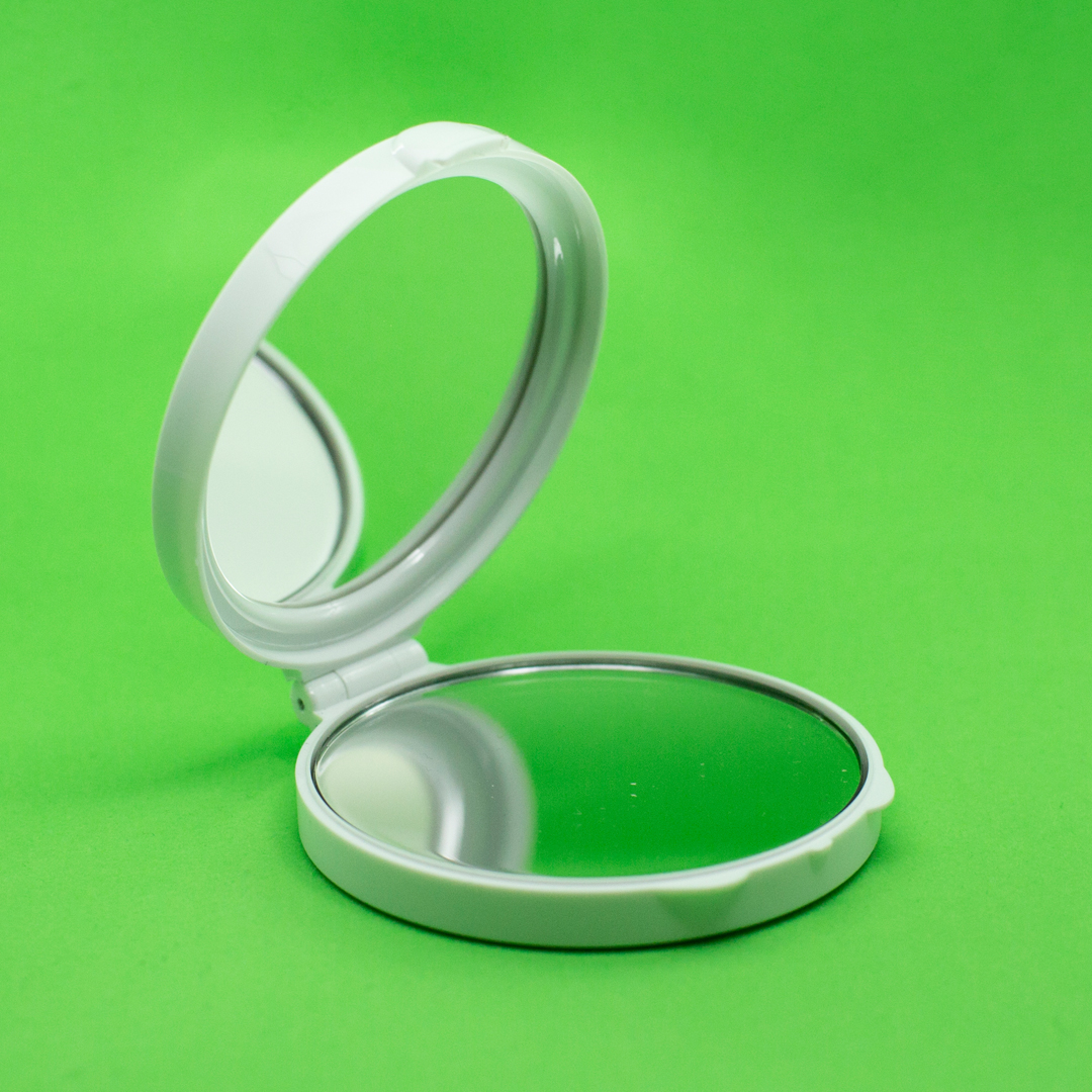 A white magic focus compact mirror