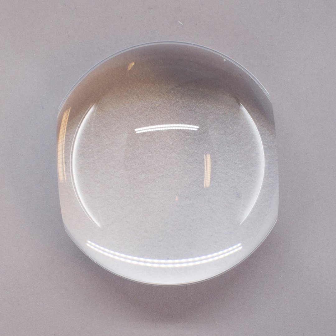 Solid glass dome magnifier