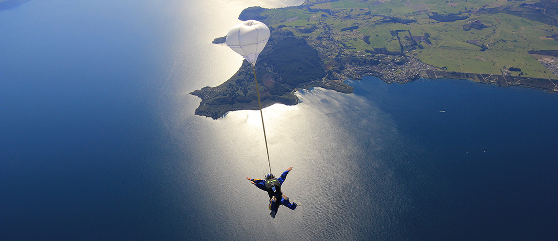 skydiving at lake taupo