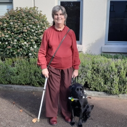 Judy Small and her guide dog Que
